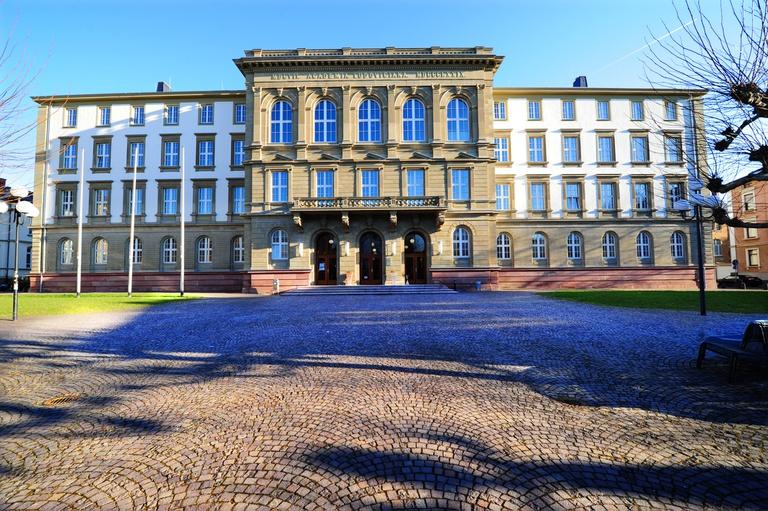 Hauptgebäude-Uni-Gießen